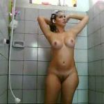 Video de mulher pelada – Mulheres peladas lavando a buceta