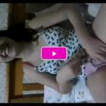 Novinha safada mostrando a bucetinha raspada pra amiga gravar