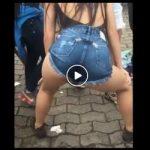 Putinha dançando no meio da rua rebolando a bundinha