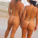 Amigas gostosas peladas na praia deserta