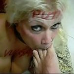 Puta loira apanhando na cara
