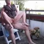 Metendo na esposa do corno no quintal