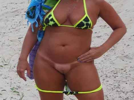 Casada safada pelada na praia