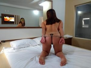 Raquel exibida algemada no motel
