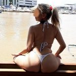 Loira madura gostosa curte um exibicionismo