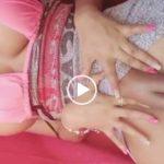 Gostosa mostrando a buceta carnuda
