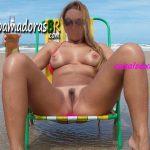 Fotos da loira nua na praia deserta